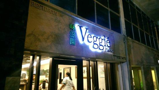 Veggie Planet: the entrance