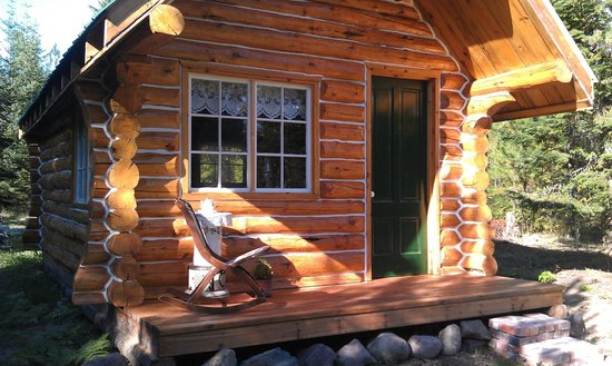 Hutto's Highland Haven: The Highlander Cabin