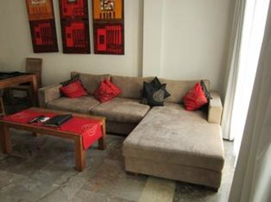 Bali Court Hotel and Apartments: Big lounge