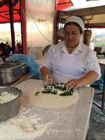 Delicious Istanbul : Making the Gozleme