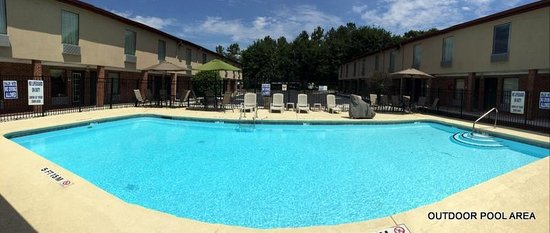 Quality Inn West Columbia: OUTDOOR POOL ARE