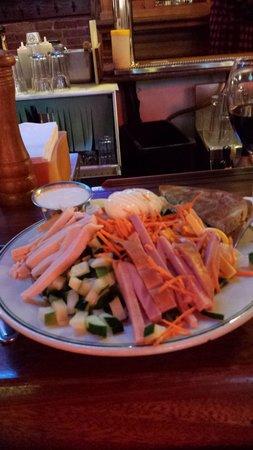 Grandma's Saloon & Grill: Chef's Salad