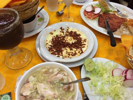 La Chata de Guadalajara : Pazole con pollo and arrachera