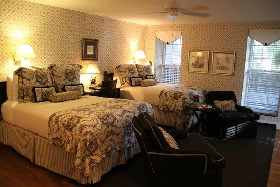 The Rhett House Inn: The Rhett Inn House Room 8