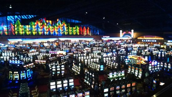Seneca Niagara Resort & Casino: Casino floor
