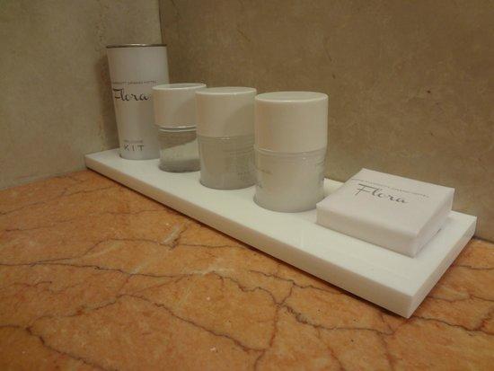 Rome Marriott Grand Hotel Flora : Amenity kit in bathroom