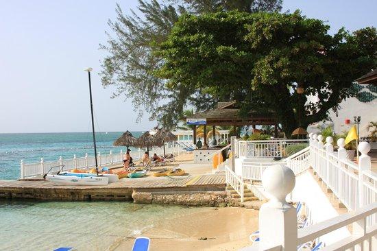 Royal Decameron Montego Beach : posee un muelle que abarca todo el complejo