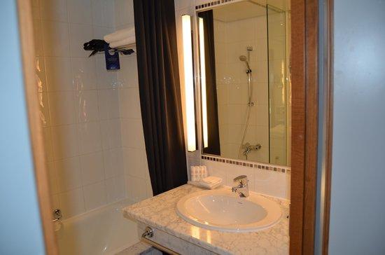 Radisson Blu Plaza Hotel, Helsinki: bagno camera standard