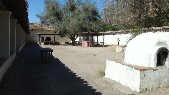 La Purisima State Historical Park: внутренний двор одной из построек