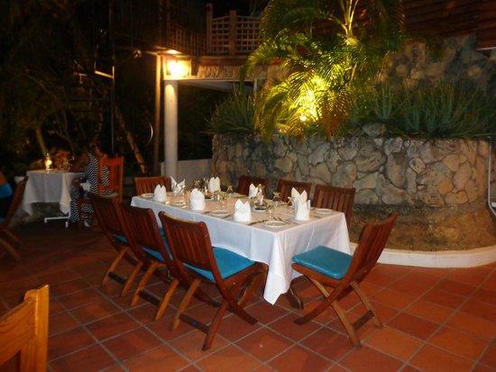 The Seahorse Inn: Dining table