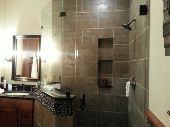 Tullymore Golf Club: Fabulous Bathroom !!