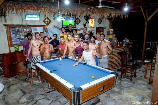 Lovina Krui Surf: Evening entertainment, world cup and pool with the surfers