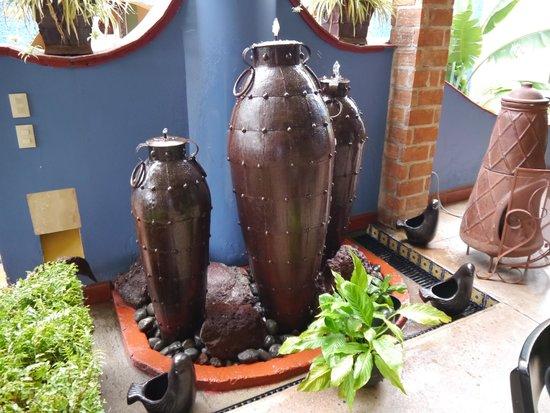 La Villa del Ensueno Hotel: Beautiful tin made pots