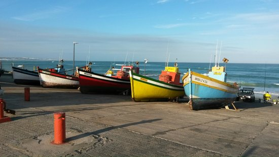 Arniston Spa Hotel: Fishing boats on slipway 50 metres from hotel