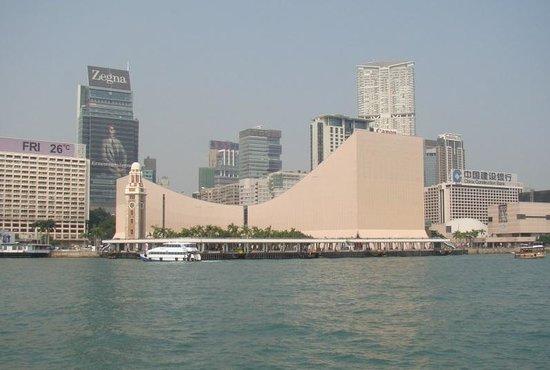 вид на Hong Kong Cultural Centre