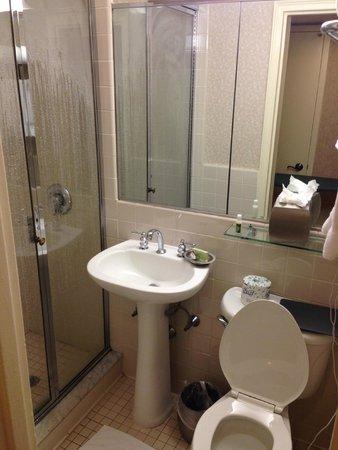 Beau The Roosevelt Hotel: Bathroom