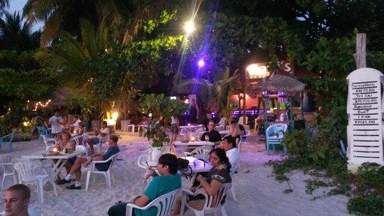 Pantai Cenang, Malaysia: Cube Shisha at Rafiis Bar
