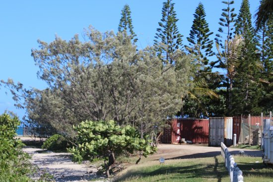 Le Meridien Noumea: At the front of the hotel on a sunny day