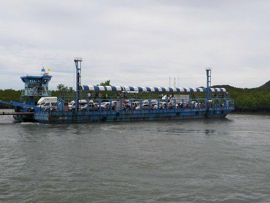 Crown Lanta Resort & Spa : The ferry to reach Koh Lanta