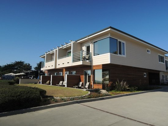 Cambria Landing Inn & Suites: Front of the building