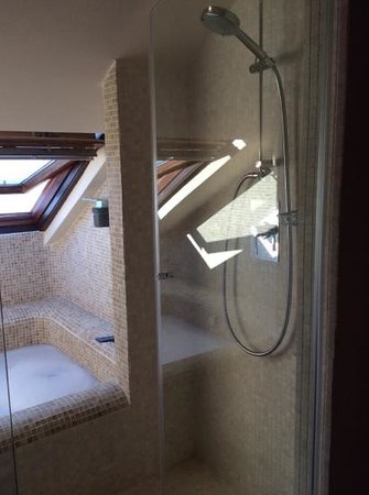Hotel Villa Ducale: Great bath and wet room
