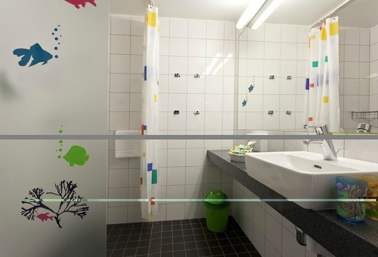 Park Inn by Radisson Kaunas: Children bathroom