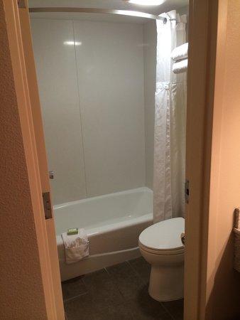 Best Western Town & Country Inn: Salle de bain avec toilette
