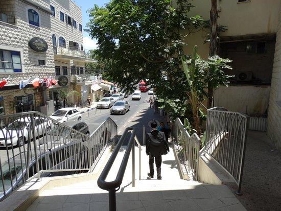 The Tzfat Kabbalah Experience: Зто уже новый, современный город. Просто прохожий понравился.