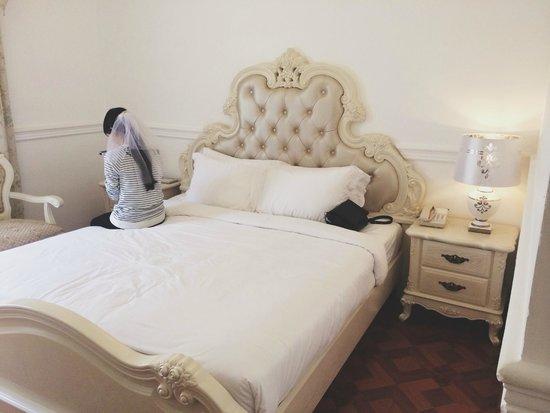 A&EM 280 Le Thanh Ton Hotel : Big and comfy bed