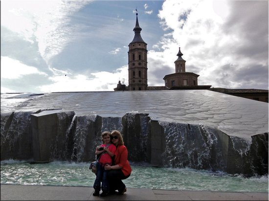 Fuente de la Hispanidad: Мы с Данусей у фонтана