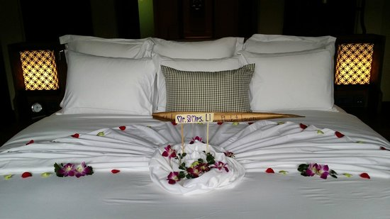 Anantara Layan Phuket Resort : Welcoming Bed Sheet Art