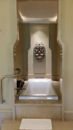 Anantara Layan Phuket Resort : Bath Tub