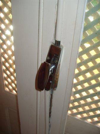 Houda Golf and Beach Club: faulty door handles