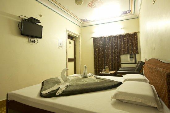 Hotel Kalyan: Super Deluxe Room