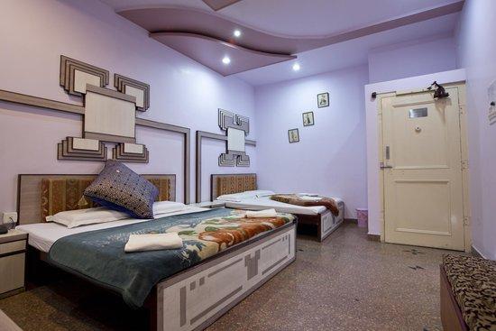 Hotel Kalyan: Royal Superior Four Bedded Room
