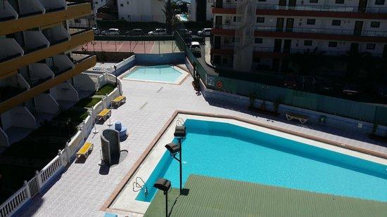 Las Arenas Apartamentos: Pool