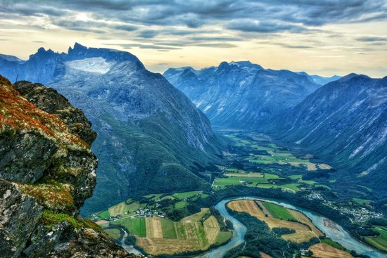 Andalsnes, Norwegia: Royal view from Romsdalseggen ridge; Kongen and Dronninga. Trolltindene to the left.