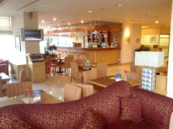 Radisson Blu Hotel, Ankara : The lobby bar has lots of room for sitting and chatting
