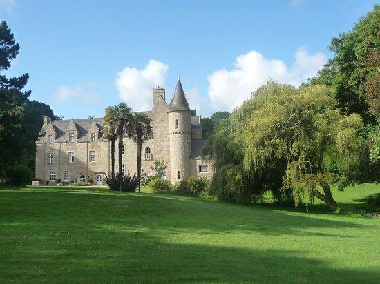 Château de Kergouanton : Vue générale du château