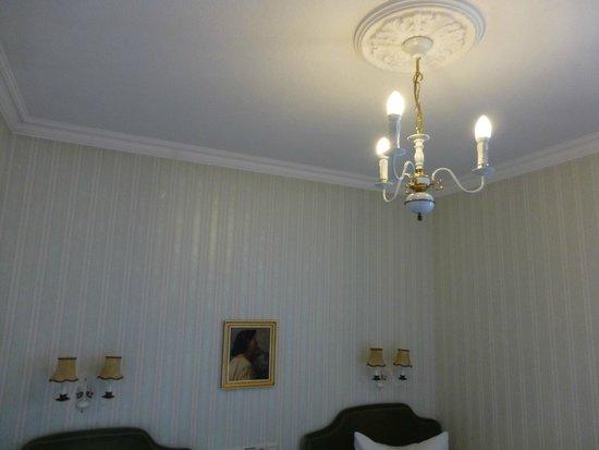 Krone: Detalle lámpara habitación