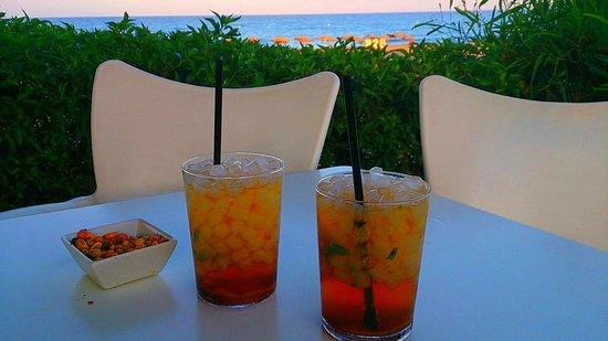 Servigroup Marina Playa: Mojitos en el chiringuito de la playa que posee el hotel