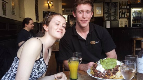 The Auld Hoose: Enjoying a mountain of nachos :)