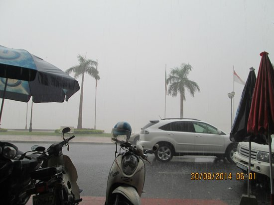 Sisowath Quay : taken on a rainy afternoon