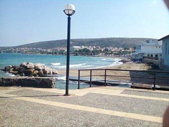 Cesme, Turkey: girişde 1m taşlı sonra kumlu(çeşme-çiflik)
