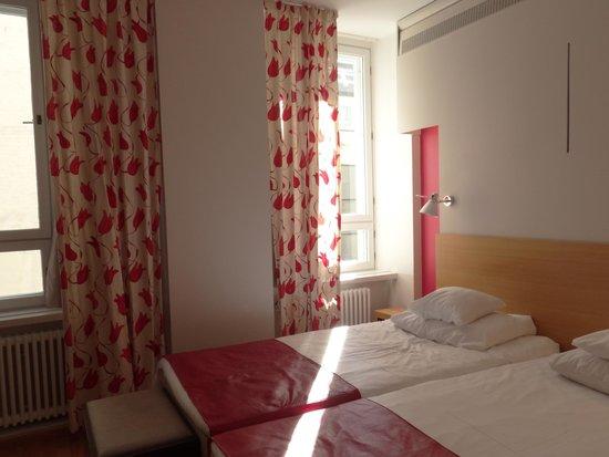 Original Sokos Hotel Helsinki: cortina que no corre pero hay otra opaca