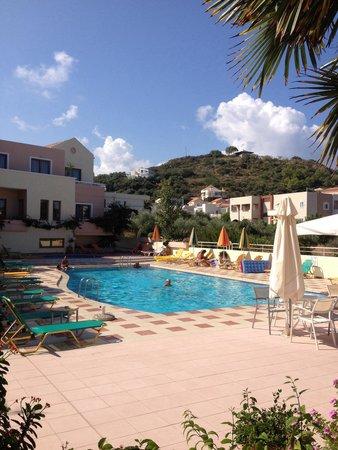 Oscar Suites & Village : Rear pool area