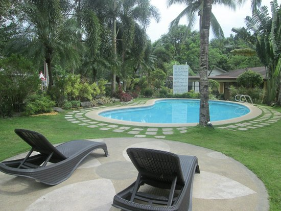 Vacation Villas at Subic Homes: Pool side