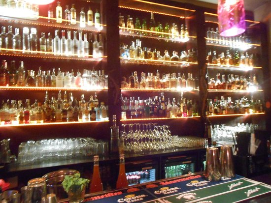 Manzana: The bar