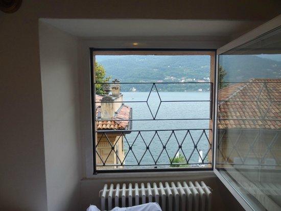 Hotel Orso Bruno: vue du lit