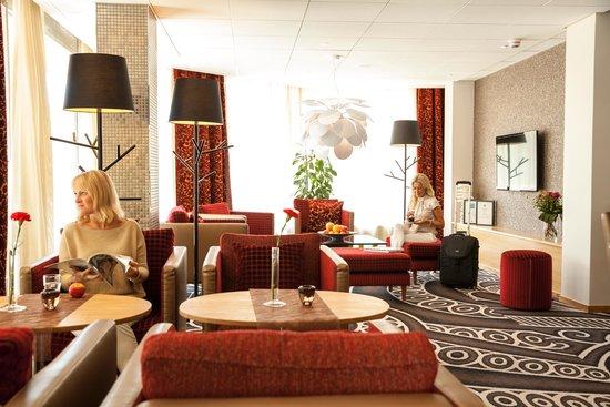 Spar Hotel Garda: Lobby area at Spar Hotel Gårda